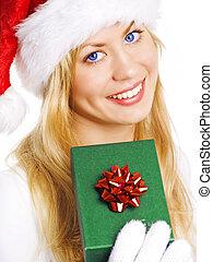 mulher segura, sobre, natal, closeup, loura, branca, sorrindo, presente, roupas