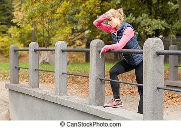 mulher, sendo, cansadas, após, treinamento
