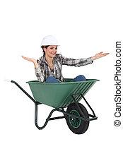 mulher, sentado, carrinho de mão