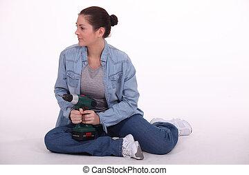 mulher, sentado chão, com, broca poder