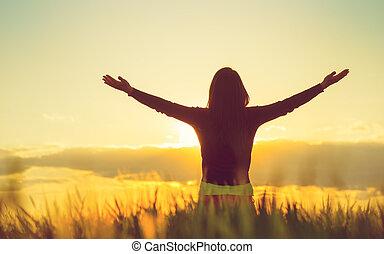 mulher, sentimento, livre, em, um, bonito, natural, setting.