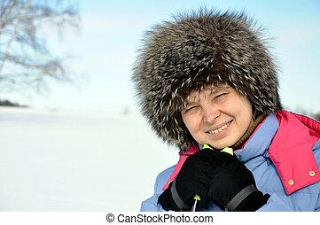 mulher, sobre, esqui, fundo, inverno, atraente