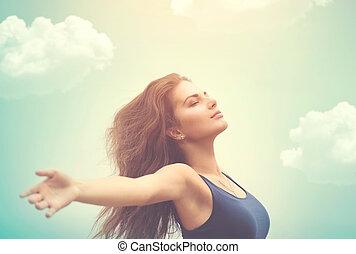 mulher, sol, sobre, céu, livre, feliz