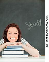 mulher sorri, jovem, retrato