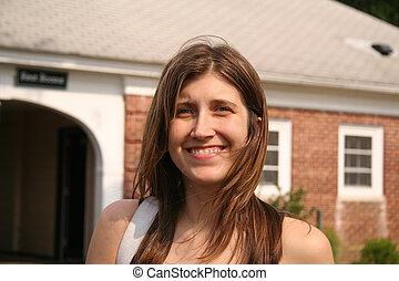 mulher sorridente, atraente