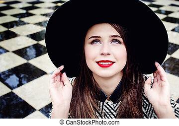 mulher sorridente, chapéu, jovem