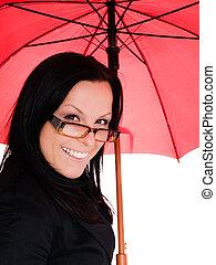 mulher sorridente, com, guarda-chuva vermelho