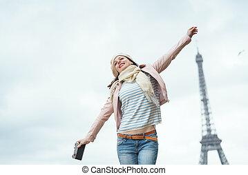 mulher sorridente, em, paris