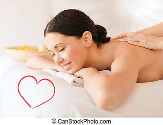 mulher sorridente, em, spa, salão, começando massage
