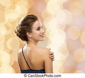 mulher sorridente, em, vestido noite