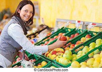 mulher sorridente, maçãs, comprar
