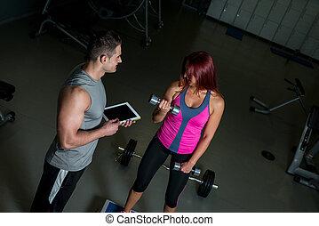 mulher, tabuleta, exercitar, digital, usando, instrutor