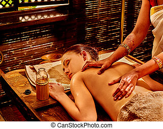 mulher, tendo, ayurvedic, spa, treatment.