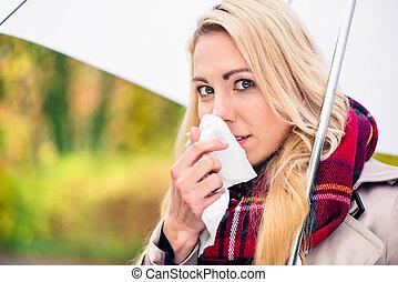 mulher, tendo, gelado, ou, gripe, devido, para, mau, outono, tempo