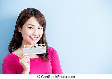 mulher, ter, whitening, ferramenta, dentes