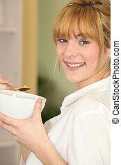 mulher, tigela, cereal