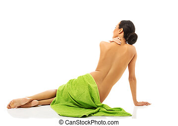 mulher, toalha, sentando, embrulhado, vista