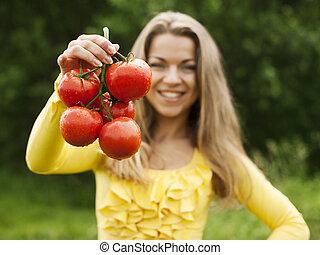 mulher, tomates