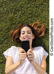 mulher, topo, texting, telefone, mentindo, capim, esperto, vista