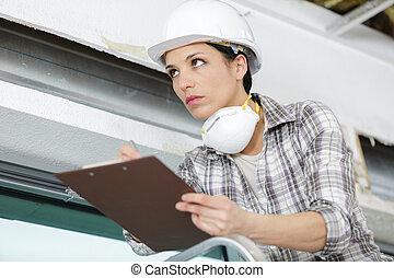 mulher, trabalhando, cima, escada