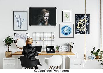 mulher, trabalhando, em, escritório lar