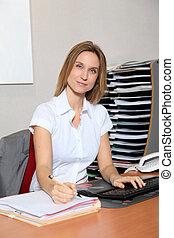 mulher, trabalhando escritório