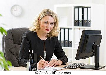 mulher, trabalhando escritório, middle-aged, negócio, pc