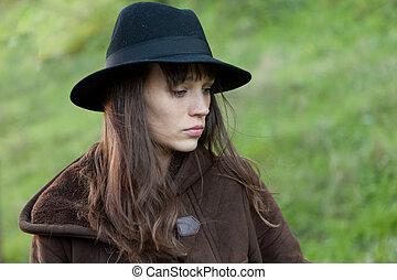 mulher triste, com, chapéu preto