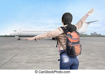 mulher, turista, ir, viajando, avião, asiático, feliz