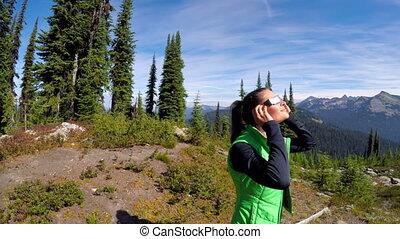 mulher, usando, eclipse solar, goggle, 4k