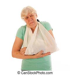 mulher velha, com, quebrada, pulso, em, gesso, e, dor