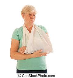 mulher velha, com, quebrada, pulso, em, gesso