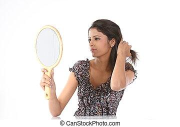 mulher, ver, dela, penteado, em, espelho