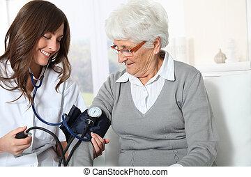 mulher, verificar, pressão, closeup, sangue, enfermeira,...