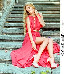 mulher, vestido, vermelho, longo, ao ar livre