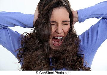 mulher zangada, com, cabelo ondulado