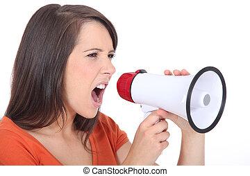 mulher zangada, gritando, em, speakerphone