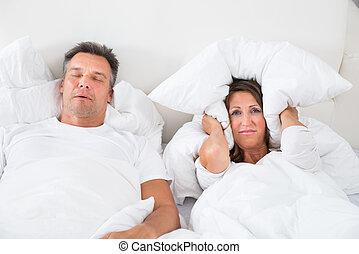 mulher, zangado, sono, roncar, tentando, homem