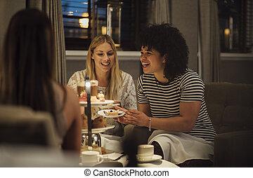 mulheres, chá tarde