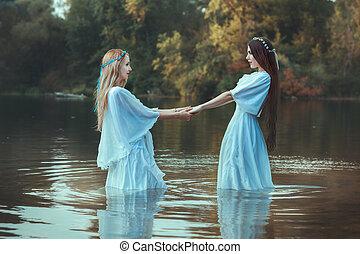 mulheres, dois, hands., segurando
