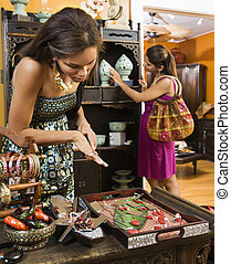 mulheres, em, boutique.