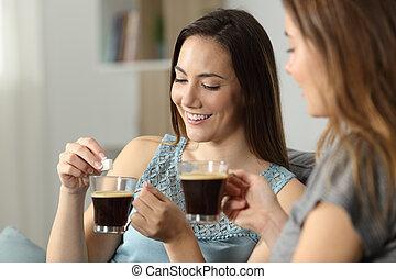 mulheres, jogar, cubo açúcar, em, café