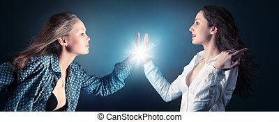 mulheres jovens, esticar, duas mãos