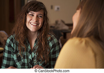 mulheres jovens, falando