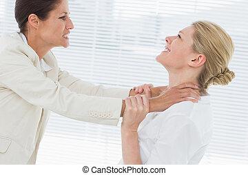 mulheres negócios, violento, tendo, luta