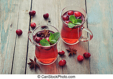 Mulled wine with fresh cranberry
