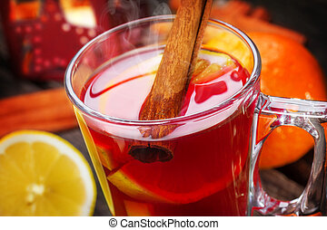 Mulled wine with lemon