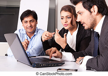 multi, 女, グループ, ビジネス 人々, 若い, inidan, ミーティング, businessmen., ...
