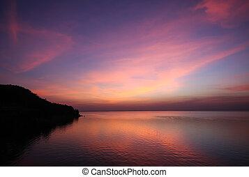 multi, color, de, nube, y, cielo, en, crepúsculo, tiempo