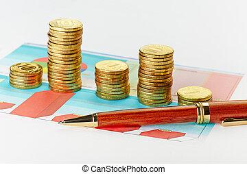multi-colorido, mapa, e, caneta, com, pilhas, de, moedas., foco seletivo